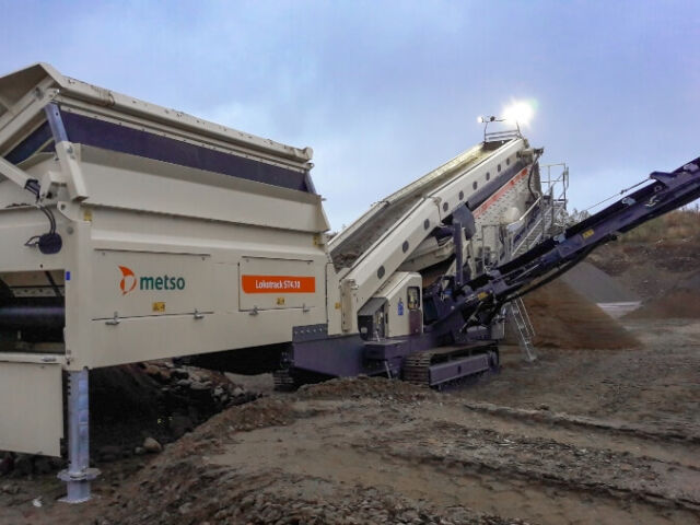 The Metso Lokotrack® ST4.10 provides high capacity mobile screening for big tonnages in touch applications